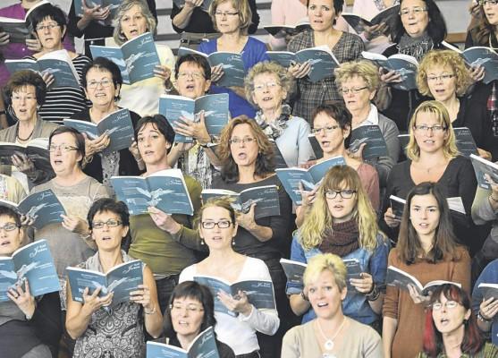 Un effectif colossal : 250 choristes et 75 instrumentistes sont placés sous la direction experte... / Photo Alain Wicht