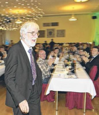 En l'absence de son frère Roger, hospitalisé, Max Jendly a reçu seul les honneurs de La Concordia vendredi soir / Photo Charles Ellena
