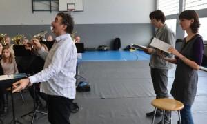 Répétition de la messe pour la Paix, The Armed Man, de Karl Jenkins Voici Jean-Claude Kolly, Louis Marc Crausaz et Jocelyne Crausaz  Photo Lib/Alain Wicht Fribourg, le 3.11.2012